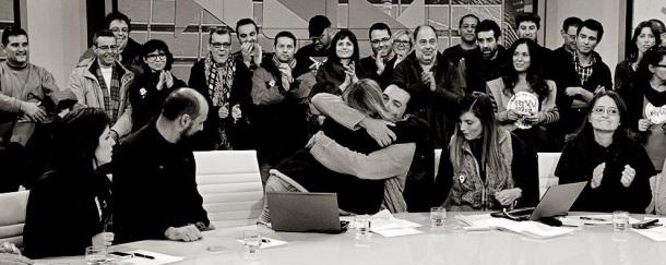 abraçada presentadors plató